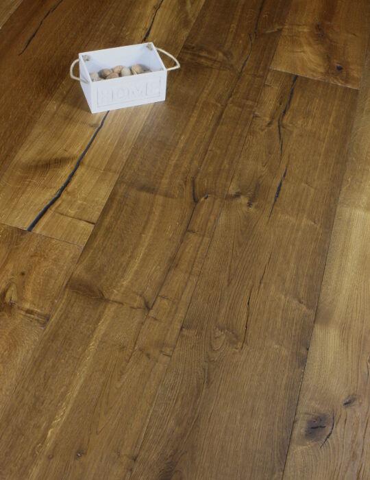 Wide plank Distressed Smoked Oak